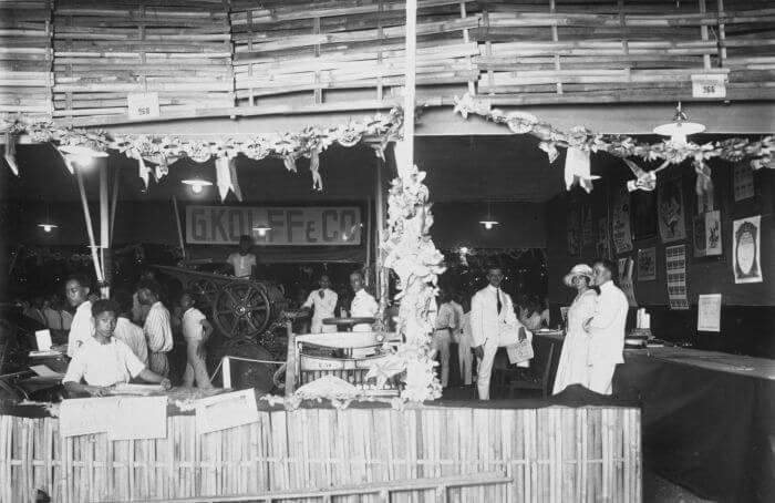 Stand-Di-Pasar-Gambir-1928