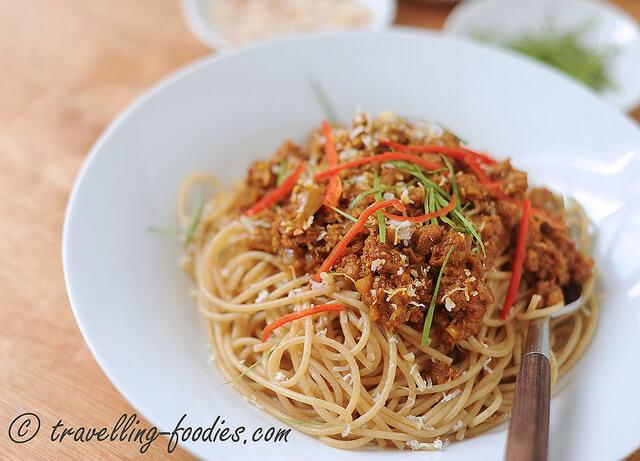 spaghetti rendang