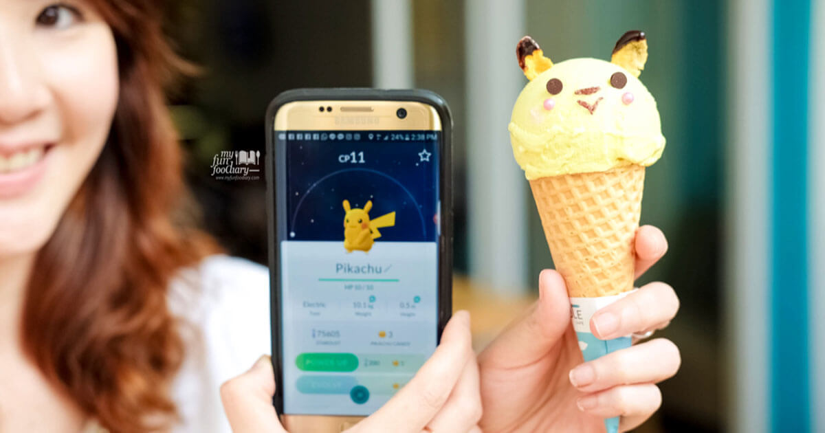 Mullie-catch-Pikachu-Pokemon-Ice-Cream-at-Northpole-Cafe