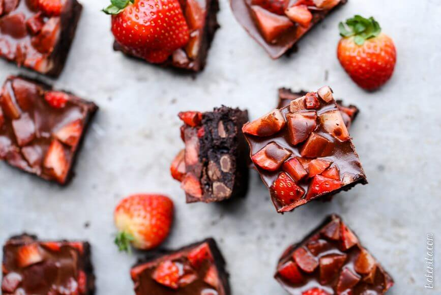 Chocolate-Covered-Strawberry-Brownies- resep stroberi