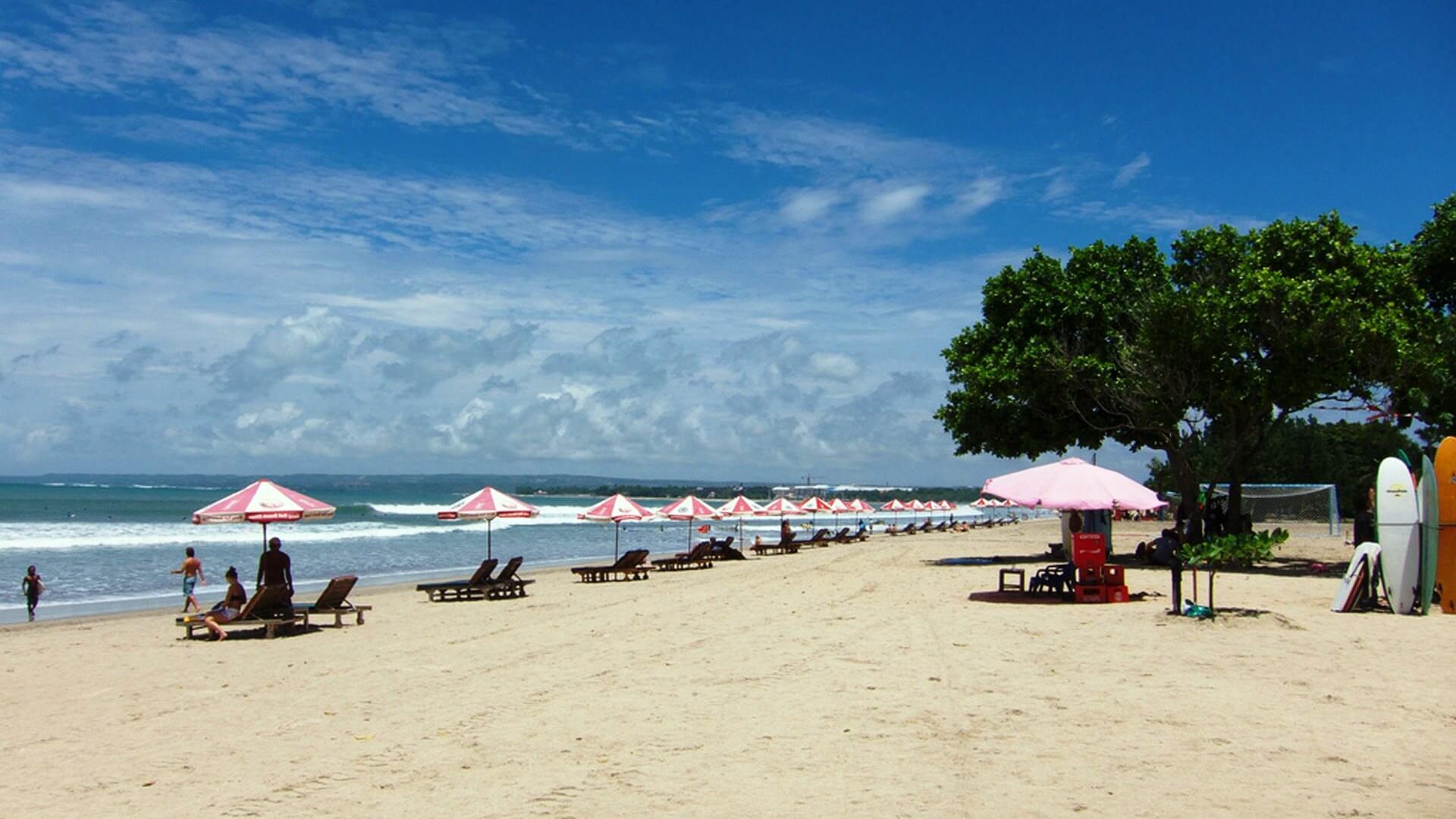 kuta-beach-turis