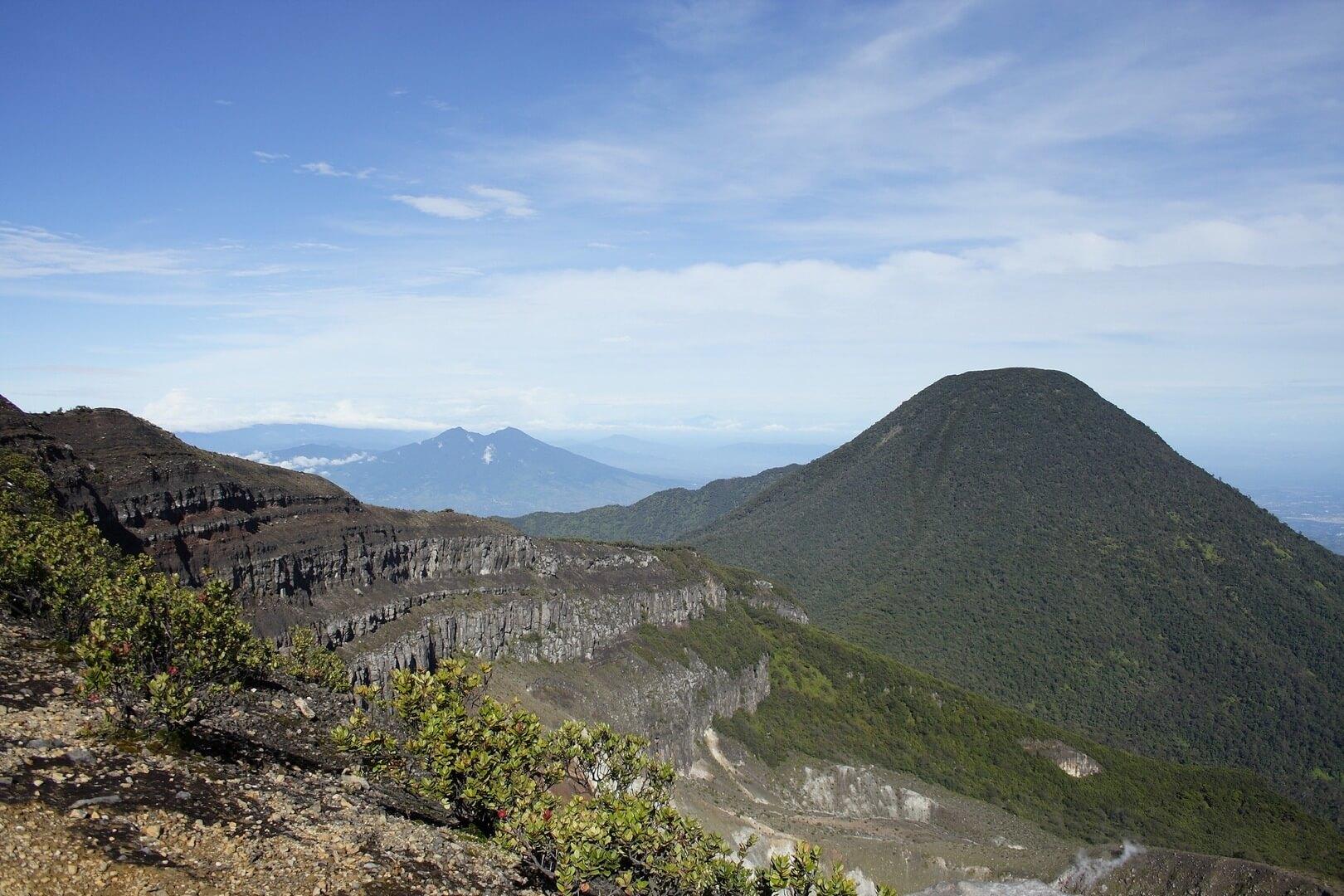 taman-nasional-gunung-gede-pangrango